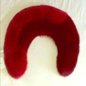 Bicolor Fox Fur Collar. Bordeaux/Lipstick.  D v F